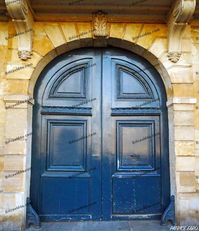 Ancienne porte double. Photo Patrice Faro