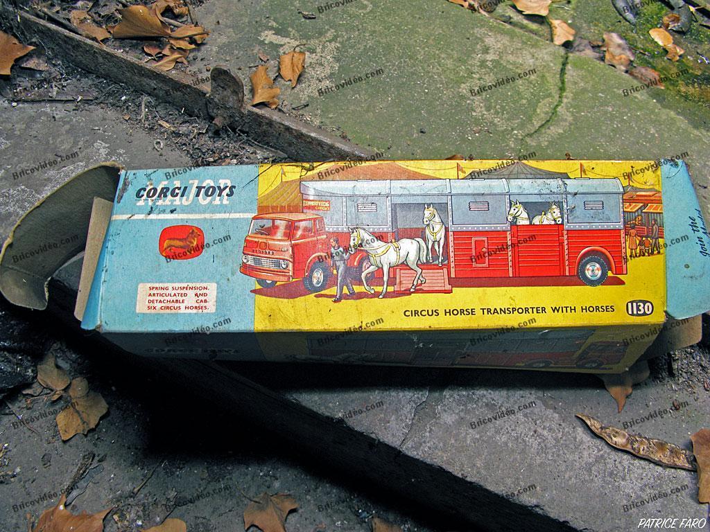 boîte de jouet ancien - Photo Patrice Faro