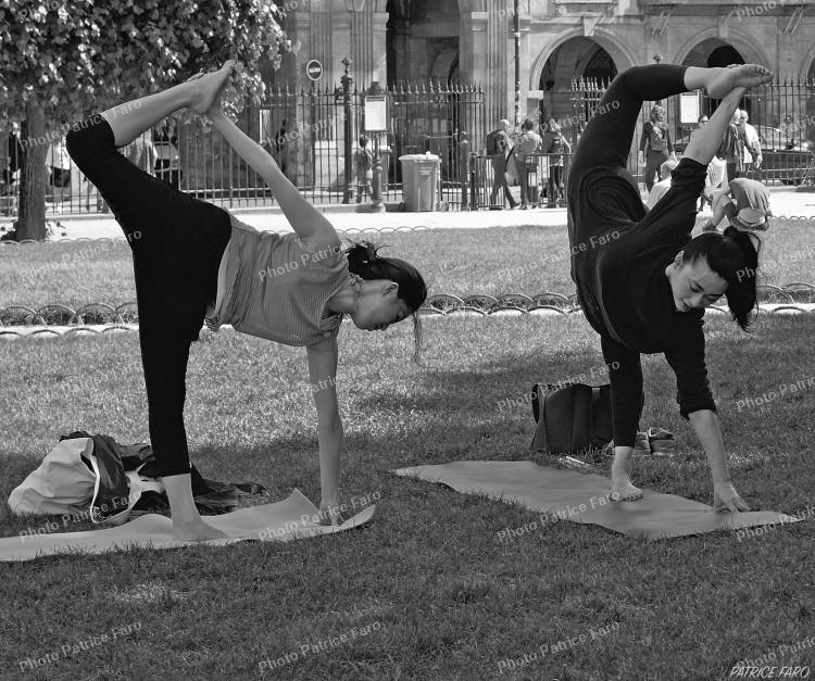 yoga Place des Vosges Paris - Photo Bricovidéo