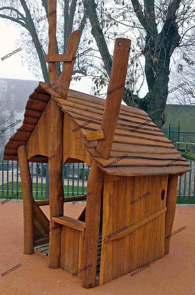construire petite maison en bois pour enfants conseils bricolage maison. Black Bedroom Furniture Sets. Home Design Ideas