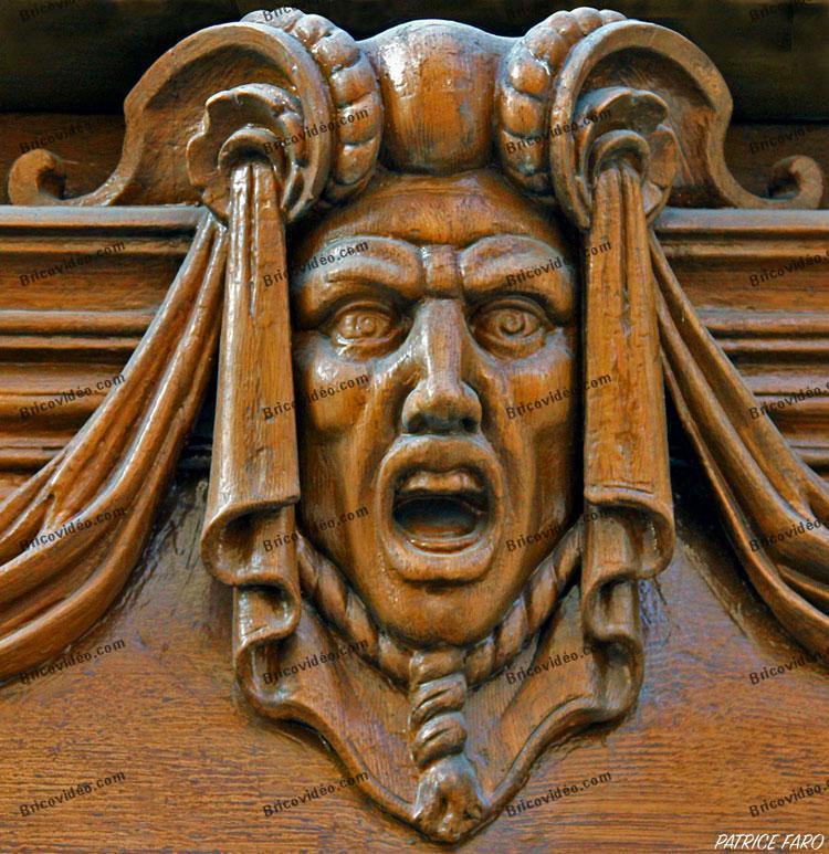 mascaron porte en bois. Photo Patrice Faro