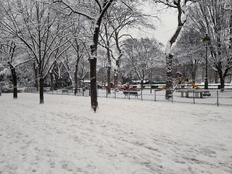 parc du Champ-de-Mars sous la neige