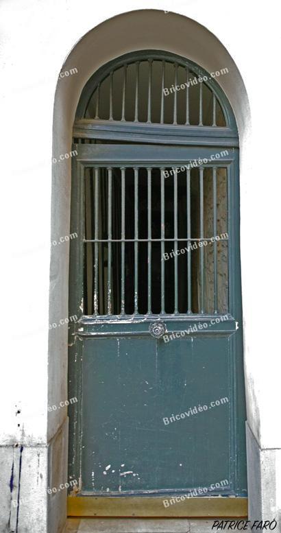 porte barreaux immeuble. Photo Patrice Faro