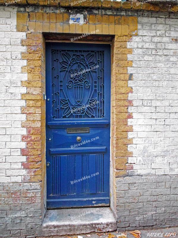 Porte bleue déco. Photo Patrice Faro