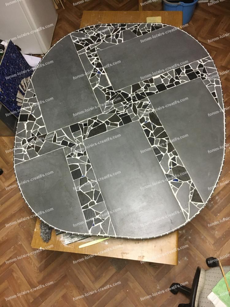 protéger les joints d'une table d'extérieur en mosaique