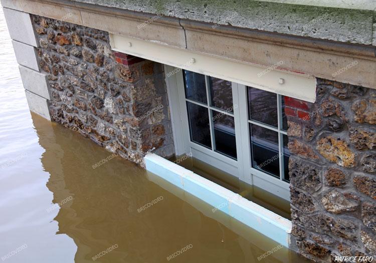 sur les quais la Seine déborde