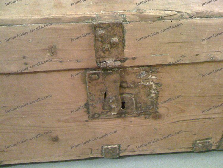 r nover une ancienne malle de voyage en bois conseils. Black Bedroom Furniture Sets. Home Design Ideas